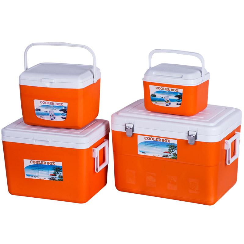 4 sets of new plastic bucket / barrel